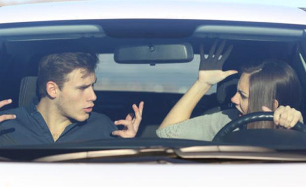 Estudo revela os principais motivos de brigas de casais ao volante
