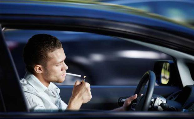 Fumar dirigindo é infração de trânsito?